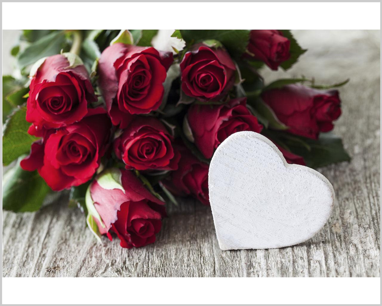 Rose rosse con cuore amore stampa su tela for Quadri con rose rosse