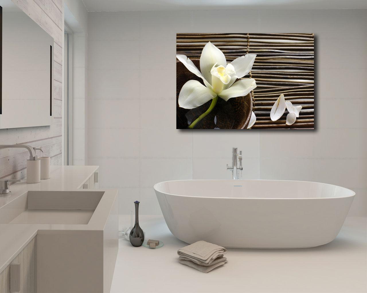 Petali di lilium su bamboo benessere stampa su tela - Quadri per bagno ...