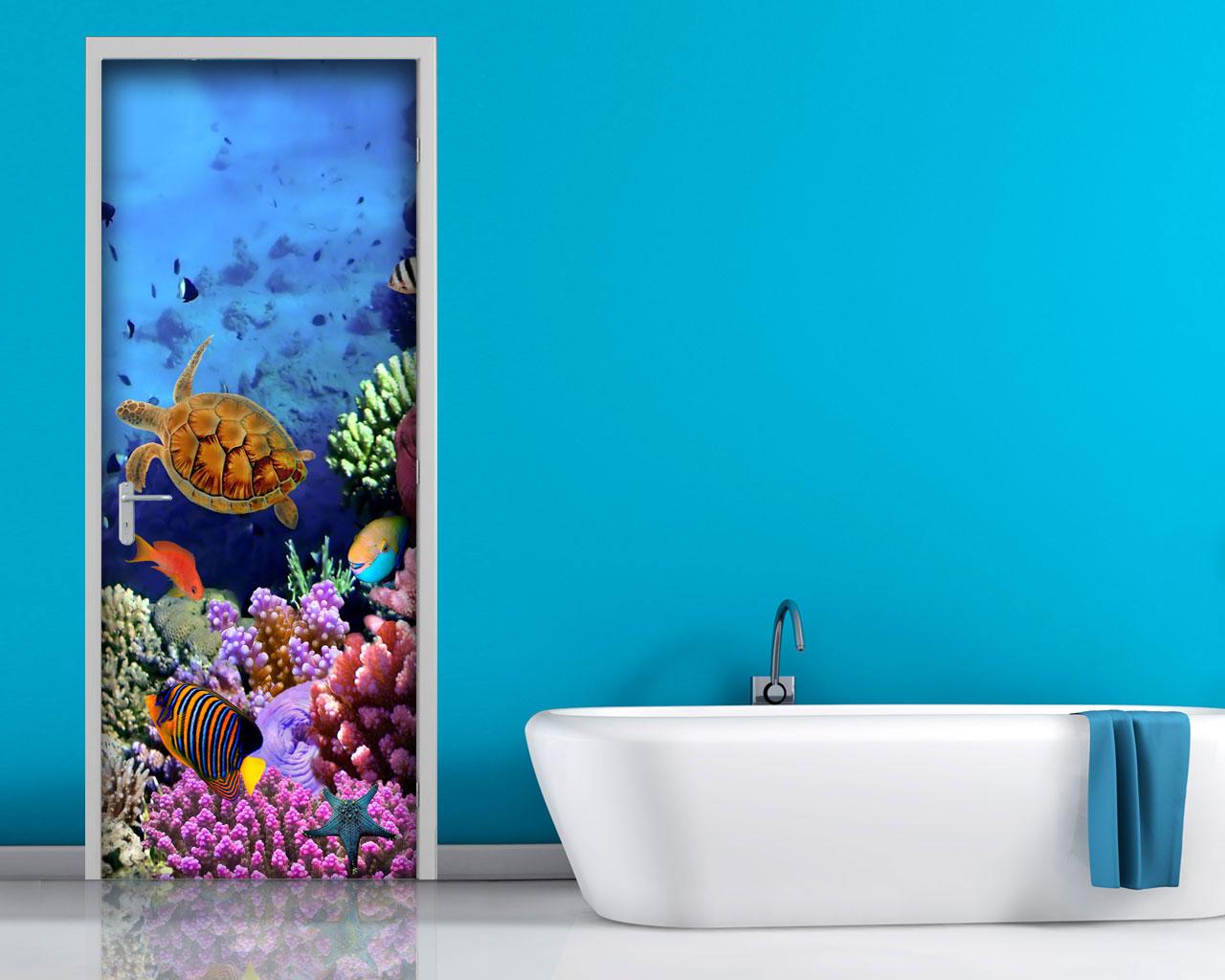 Adesivo per porta pesci e coralli decorazione for Rivestimento bagno adesivo