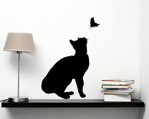 adesivo murale-gatto con farfalla