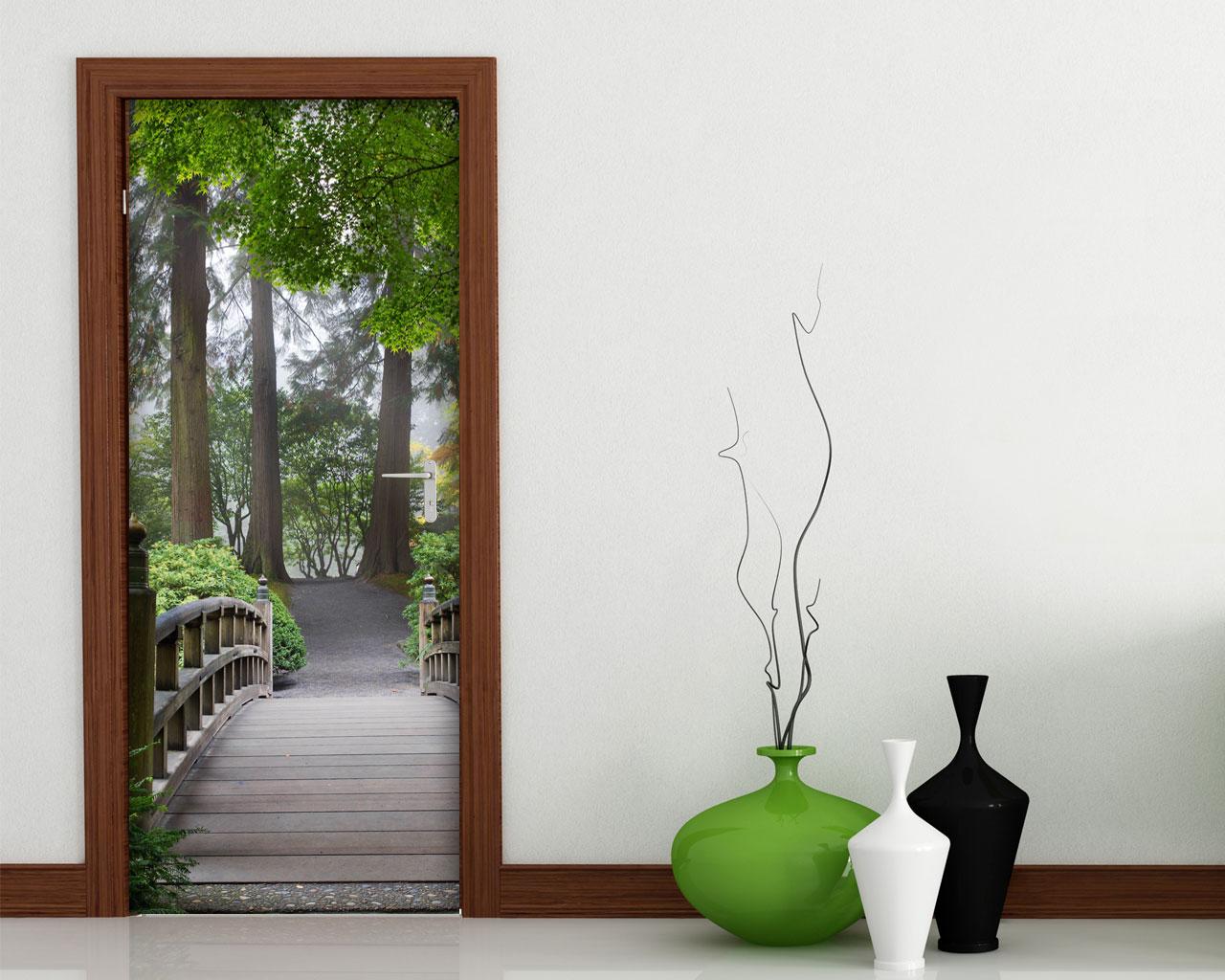 Adesivo per porta percorso nel verde decorazione for Decorazioni adesive per bagno