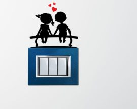 Mini sticker murale-bimbi su una panchina