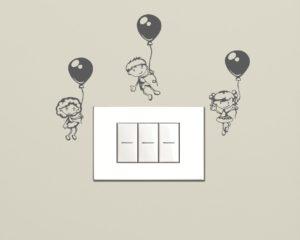 Mini sticker murale-Bimbi in volo con palloncini-